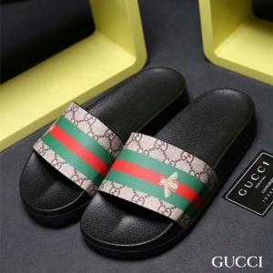 Chinelo couro Gucci