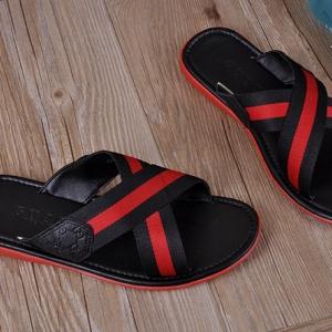 Sandália chinelo couro Gucci