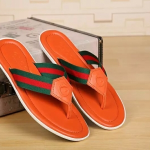 Sandália chinelo laranja Gucci