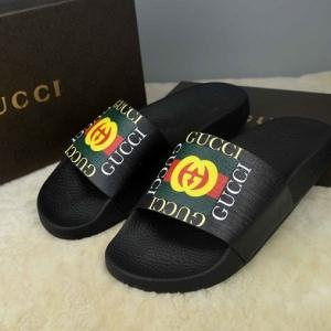 Sandália chinelo slide com logo Gucci