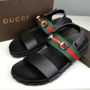 Sandália em couro Gucci