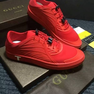 Tênis vermelho Gucci
